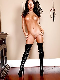 Milf in Boots Porn Pics