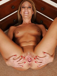 Shaved Milf Porn Pics